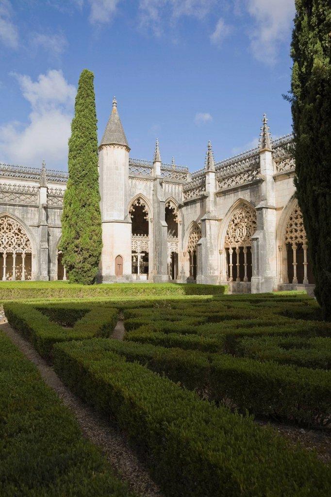 garden and courtyard at the santa maria da vitoria monastery, batalha, portugal : Stock Photo