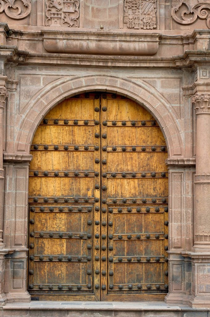 double doors to an ornate building, cusco peru : Stock Photo