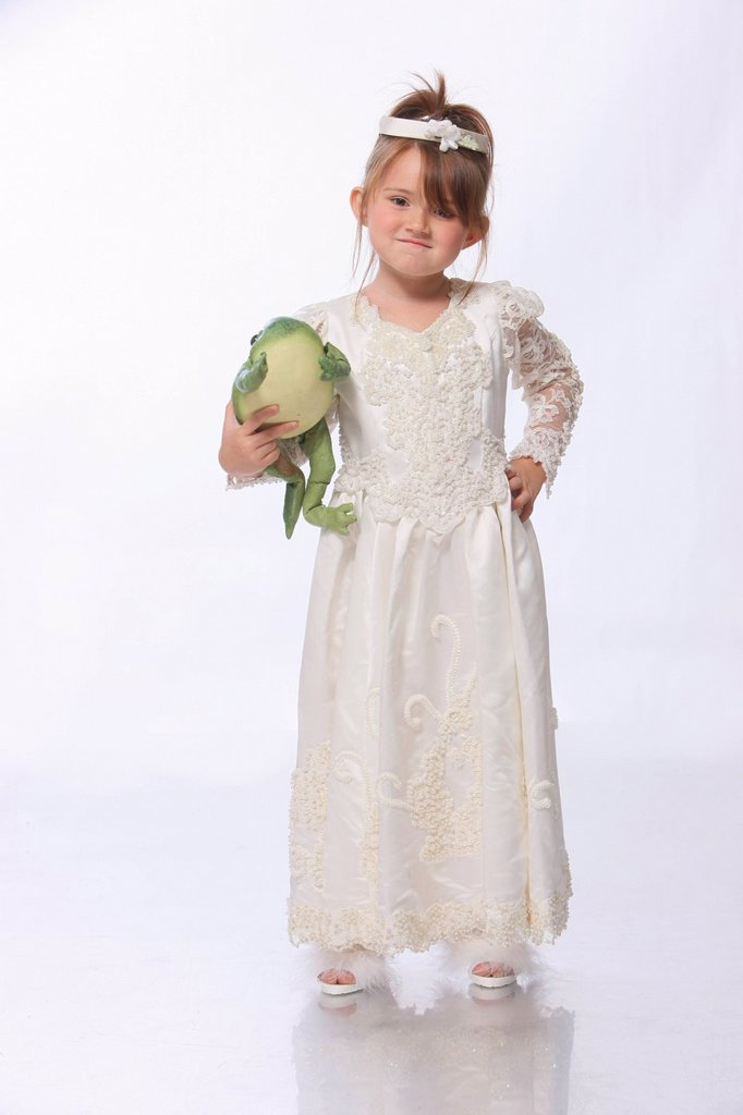 a young girl dressed as a princess in a white dress and holding a green frog, troutdale oregon united states of america : Stock Photo