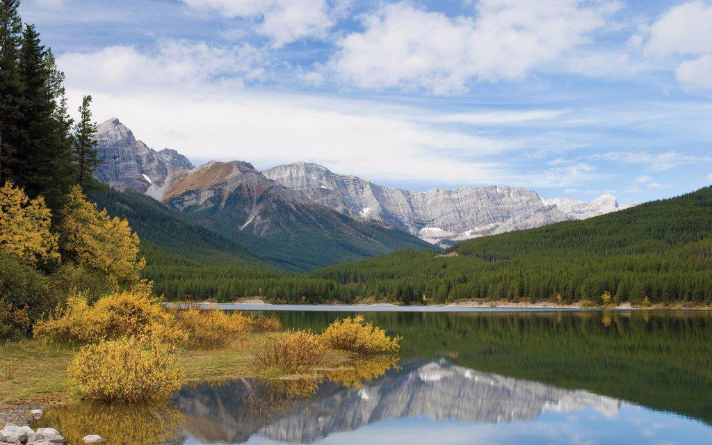 Stock Photo: 1889R-70174 kananaskis lower lake in autumn, alberta canada