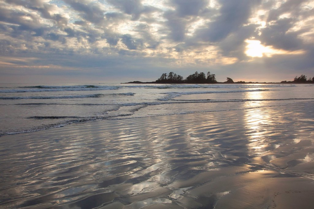 clouds over chesterman´s beach and frank´s island near tofino, british columbia canada : Stock Photo