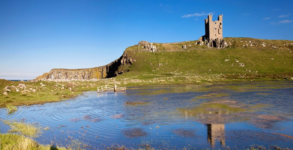 Stock Photo: 1889R-71763 dunstanburgh castle, northumberland, england