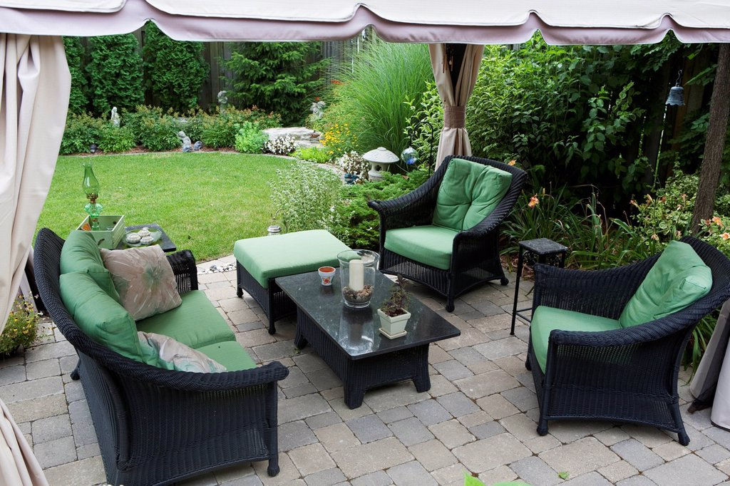 Covered patio furniture on stone patio in a backyard, burlington ontario canada : Stock Photo