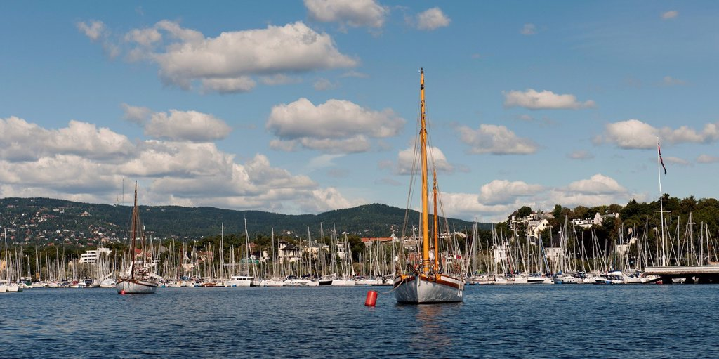 Sailboats in the harbour, oslo norway : Stock Photo