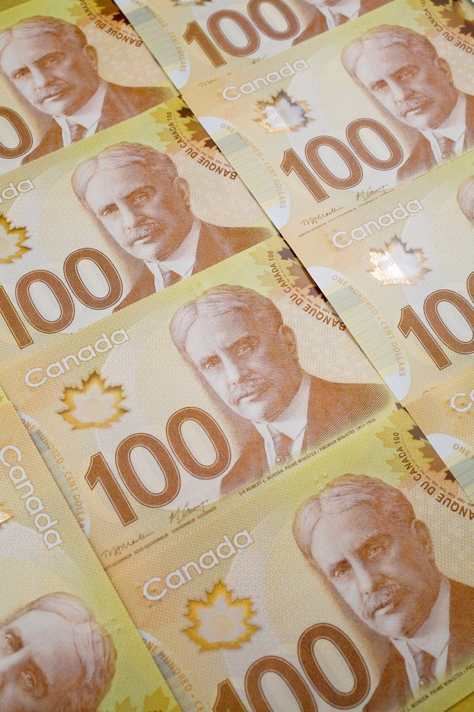 New canadian 100 dollar bills, quebec canada : Stock Photo
