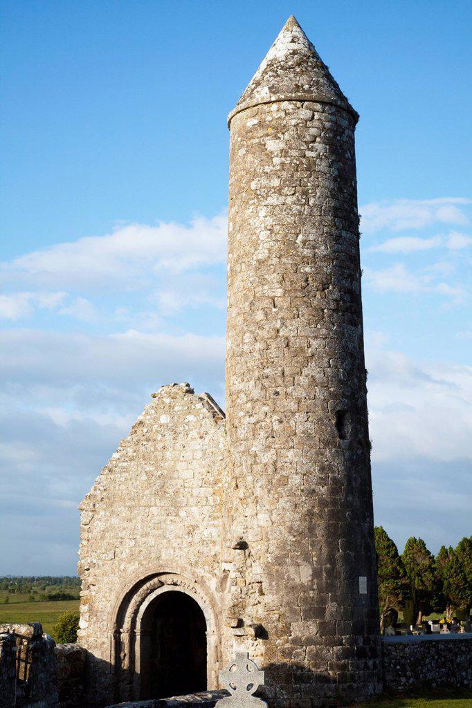 Clonmacnoise Roundtower, County Offaly Ireland : Stock Photo
