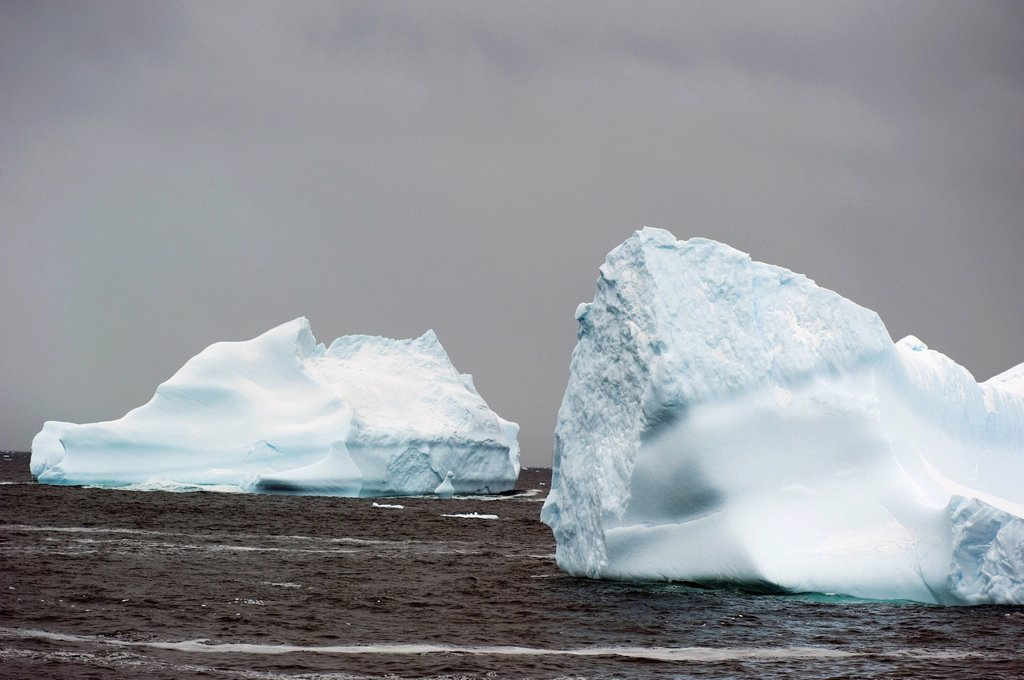 Stock Photo: 1889R-80387 Icebergs, antarctica