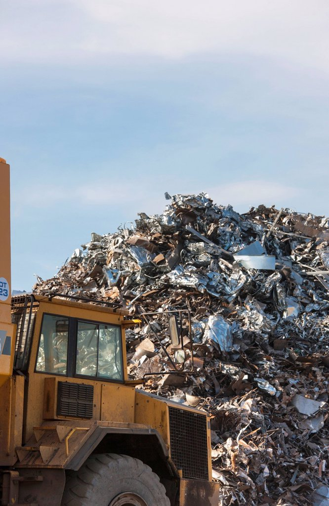 Stock Photo: 1889R-82434 A truck in front of a large pile of garbage, south shields, tyne and wear, england
