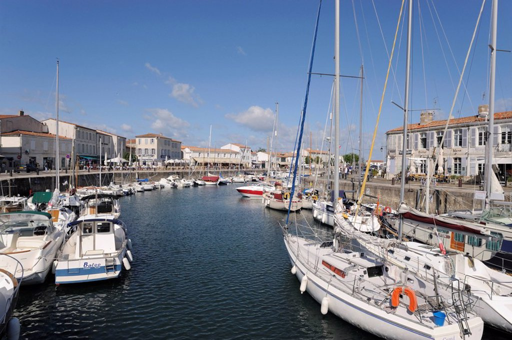 Harbour and quayside, St. Martin_de_Re, Ile de Re, Charente_Maritime, France, Europe : Stock Photo