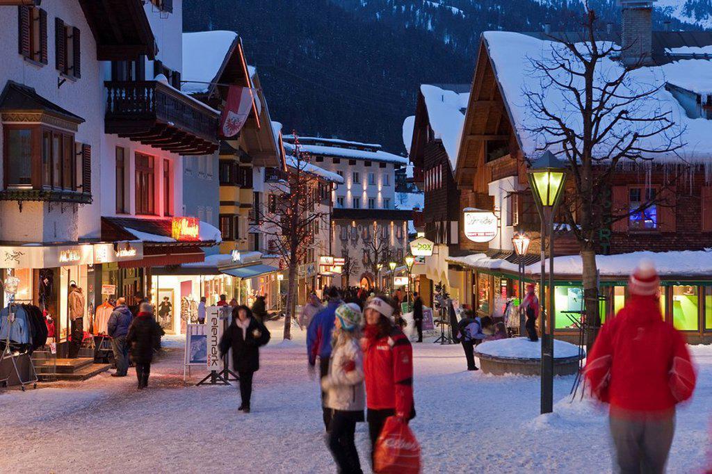 Stock Photo: 1890-100409 Main street in winter, St. Anton am Arlberg, Tirol, Austria, Europe