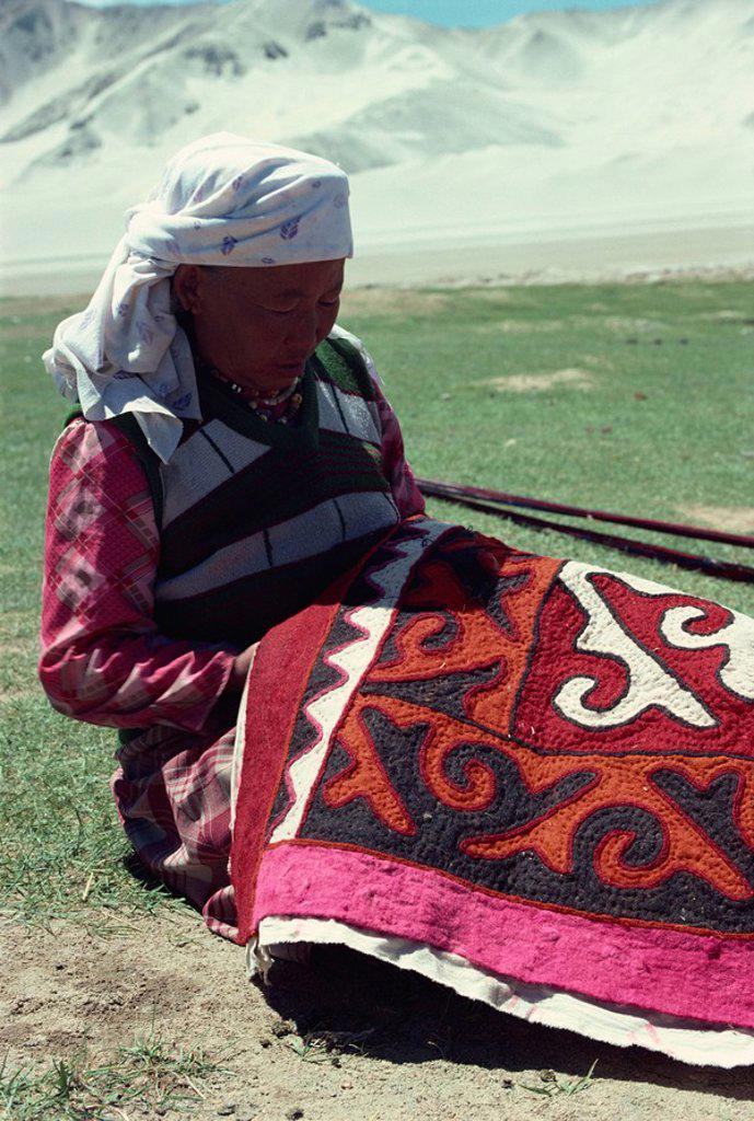Stock Photo: 1890-10156 Kirghiz lady embroidering on felt, Karakoram, China, Asia