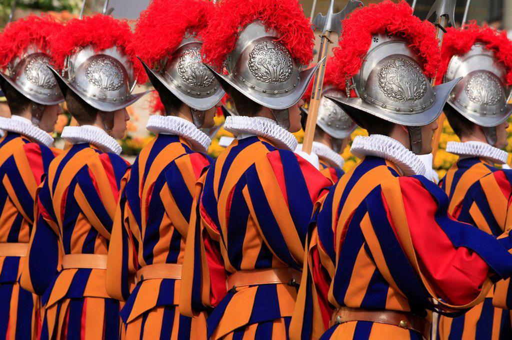 Stock Photo: 1890-103827 Swiss guards parading, Vatican, Rome, Lazio, Italy, Europe