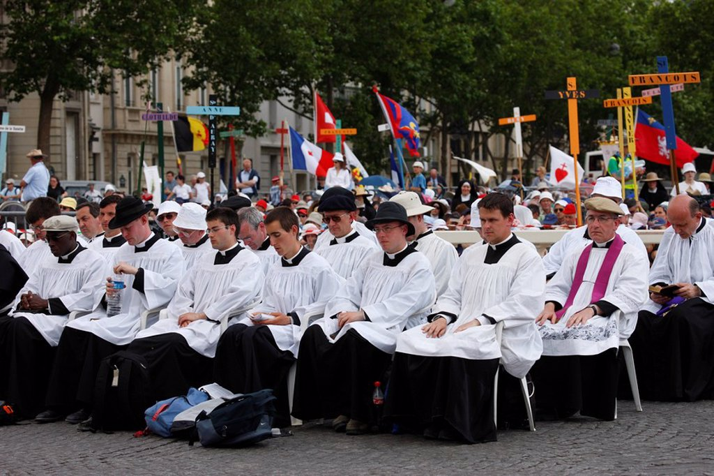 Mass on Place Vauban at the end of a traditional Catholic pilgrimage organised by Saint Pie X Fraternity, Paris, France, Europe : Stock Photo