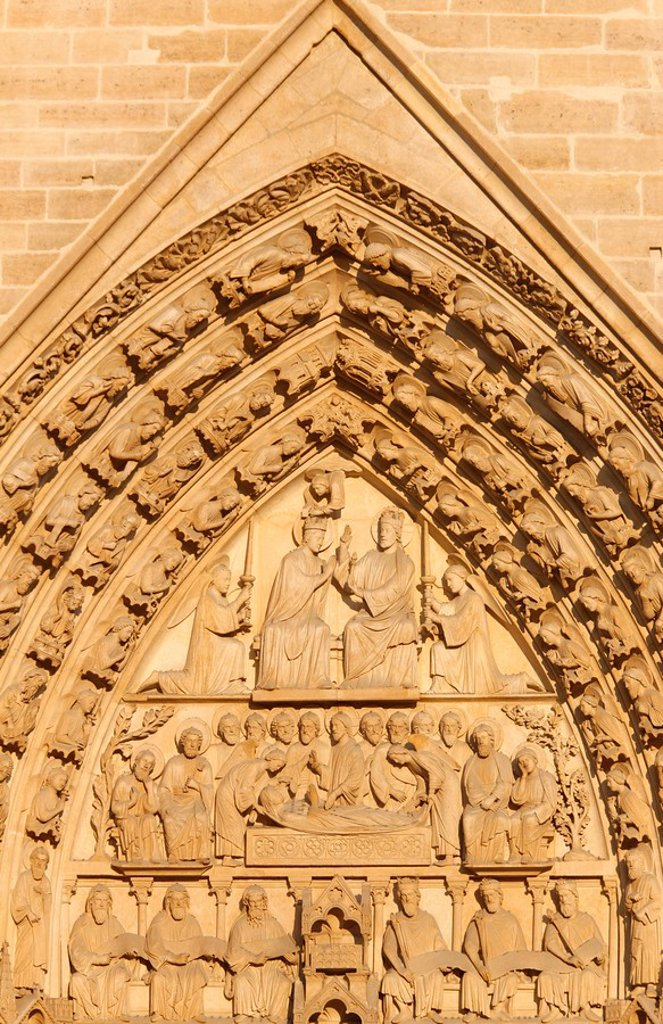 Virgin´s Gate tympanum, Notre Dame cathedral west wing, Paris, France, Europe : Stock Photo