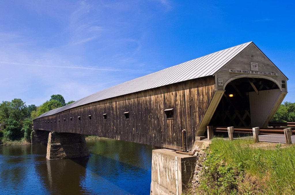 Stock Photo: 1890-106587 Cornish Windsor covered bridge spans the Connecticut River between Vermont and New Hampshire, Windsor, Vermont, New England, United States of America, North America