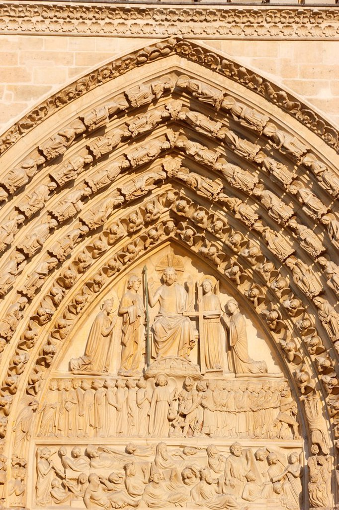 Last Judgment gate tympanum, west front, Notre Dame Cathedral, UNESCO World Heritage Site, Paris, France, Europe : Stock Photo