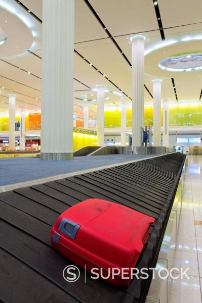 Carousel in the Arrivals Hall, Terminal 3, Dubai International Airport, Dubai, United Arab Emirates, Middle East : Stock Photo