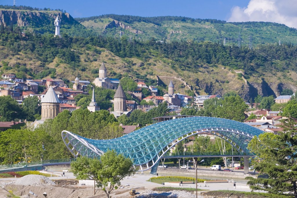 View over the old town of Tiblisi with a new constructed pedestrian bridge, Tiblisi, Georgia, Caucasus, Central Asia, Asia : Stock Photo