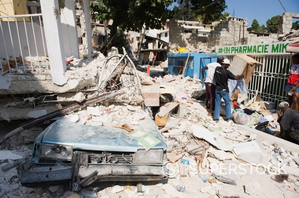 Damaged car and buildings, January 2010 earthquake, Montana Estate, Port au Prince, Haiti, West Indies, Caribbean, Central America : Stock Photo
