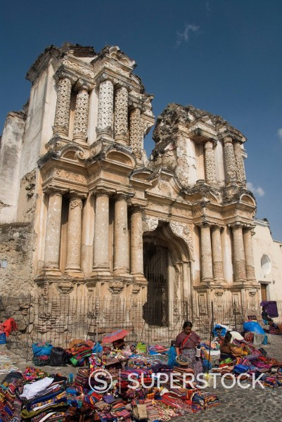 The ruins of the Hermitage of El Carmen and local market in foreground. Antigua, UNESCO World Heritage Site, Guatemala, Central America : Stock Photo