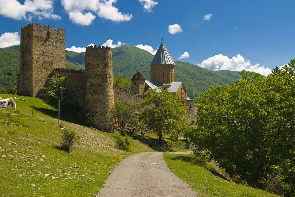 Fortress and church of Ananuri along the Zinvali Reservoir, Georgia, Caucasus, Central Asia, Asia : Stock Photo