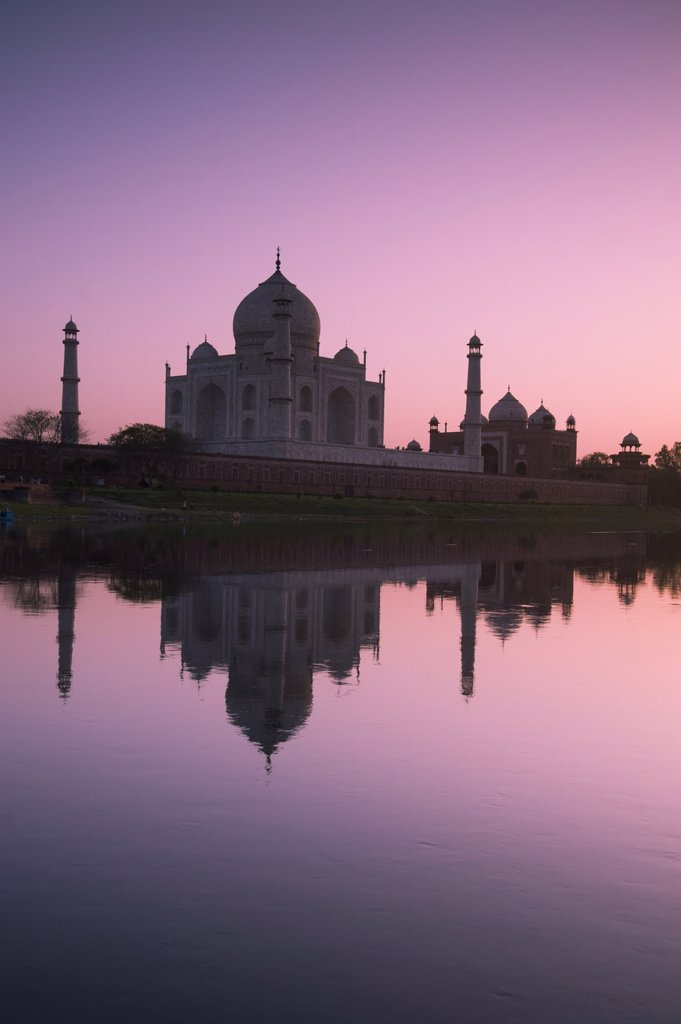 The Taj Mahal, UNESCO World Heritage Site, at sunset reflected in the Yamuna River, Agra, Uttar Pradesh, India, Asia : Stock Photo