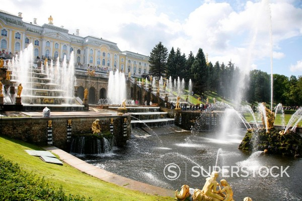 The Grand Cascade at Peterhof Palace Petrodvorets, St. Petersburg, Russia, Europe : Stock Photo