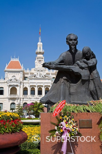 HCMC´s People´s Committee Building Hotel de Ville and Ho Chi Minh statue, Hoh Chi Minh City Saigon, Vietnam, Indochina, Southeast Asia, Asia : Stock Photo