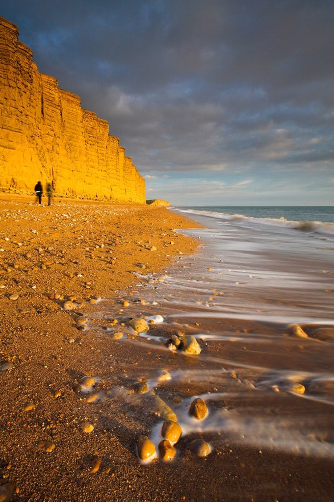 Golden sandstone cliffs at West Bay on the Jurassic Coast, UNESCO World Heritage Site, Dorset, England, United Kingdom, Europe : Stock Photo