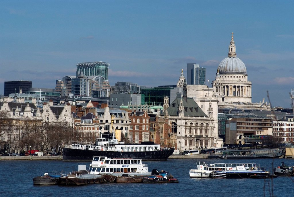 View from Waterloo Bridge overlooking the Thames and the City, including St. Paul´s Cathedral, London, England, United Kingdom, Europe : Stock Photo