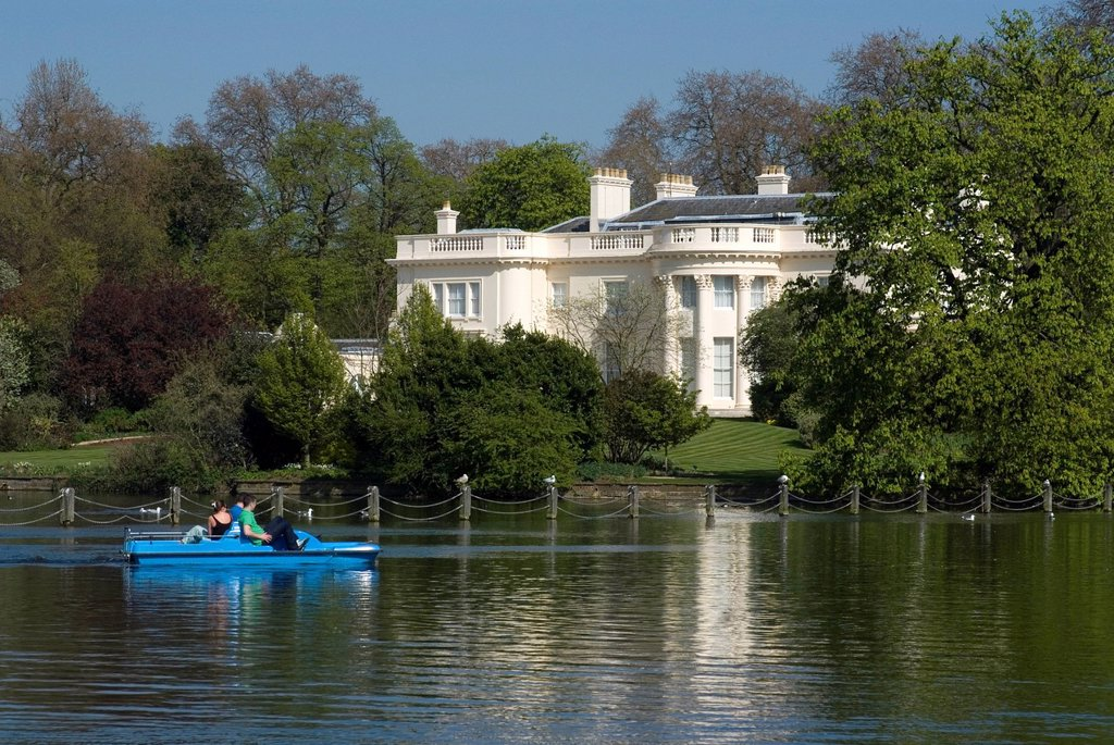 The Holme, a private residence built in the 19th century as part of John Nash´s original park layout, seen from across the boating lake, Regent´s Park, London, England, United Kingdom, Europe : Stock Photo