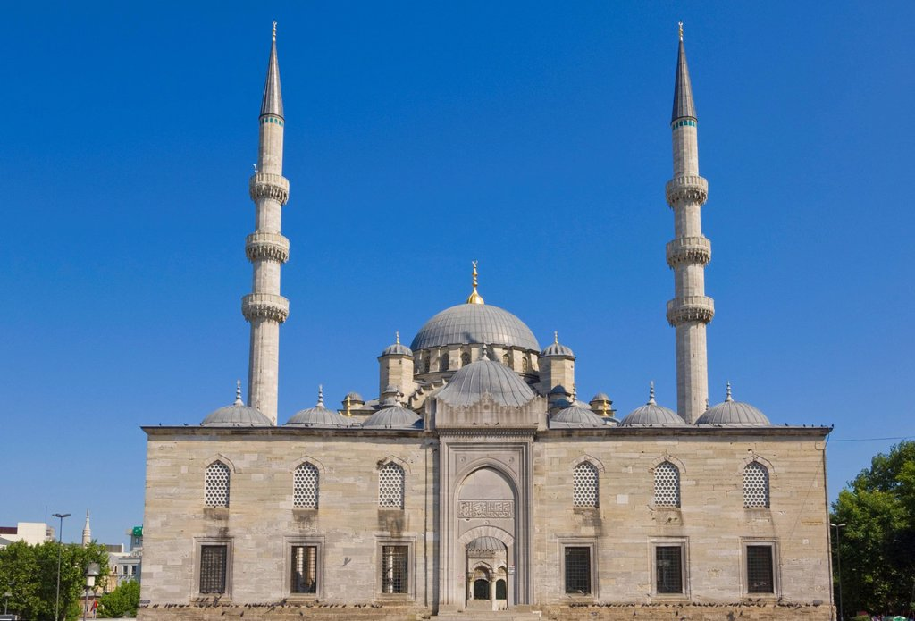 People in front of the Yeni Cami New Mosque, Eminonu, Istanbul, Turkey, Europe : Stock Photo