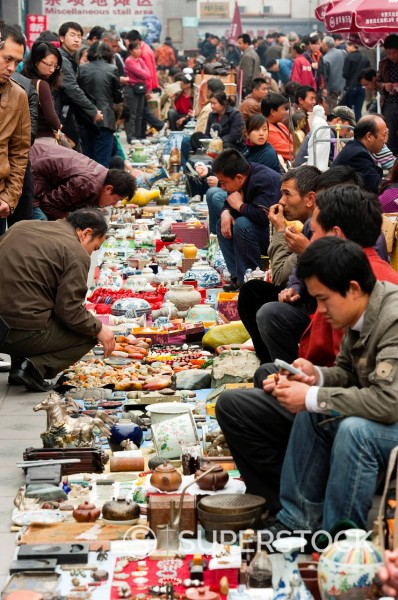 Crafts stalls, Panjiayuan flea market, Chaoyang District, Beijing, China, Asia : Stock Photo