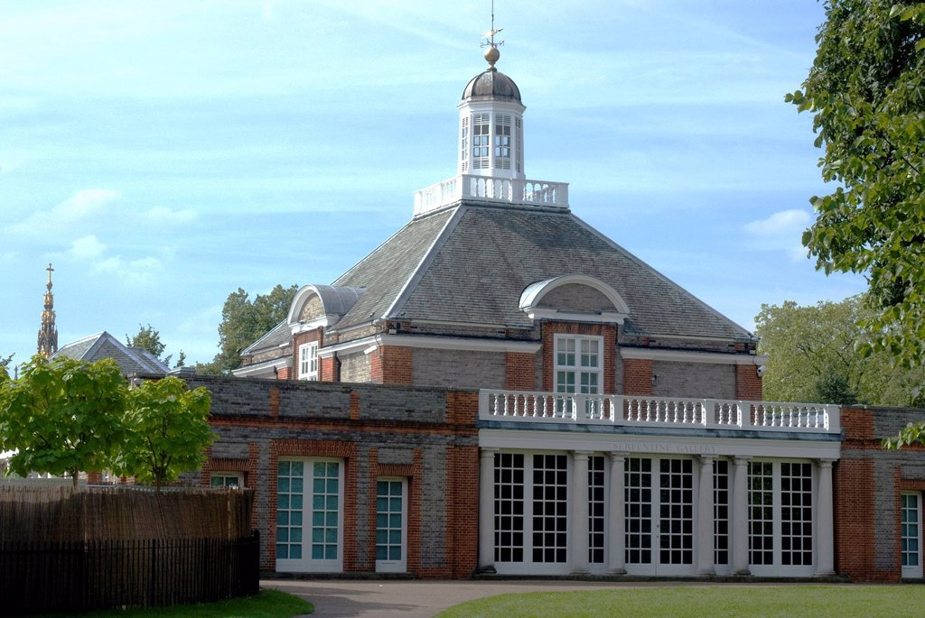 The Serpentine Gallery, Kensington Gardens, London W2, England, United Kingdom, Europe : Stock Photo