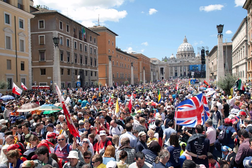 Via della Conciliazione during the Beatification of Pope John Paul II, Rome, Lazio, Italy, Europe : Stock Photo