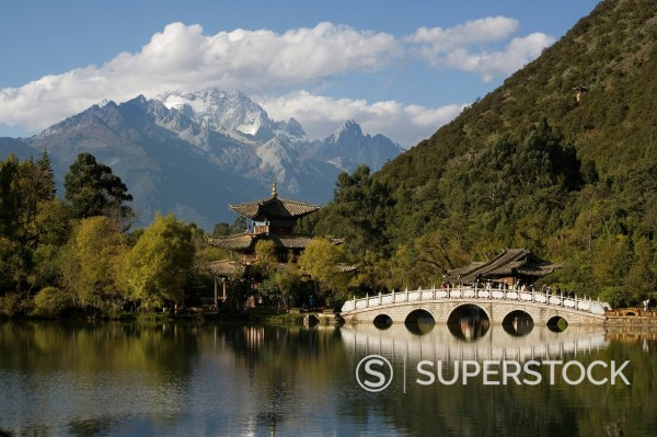 Stock Photo: 1890-124000 Black Dragon Pool Park and Jade Dragon Snow mountain, Lijiang, Yunnan, China, Asia
