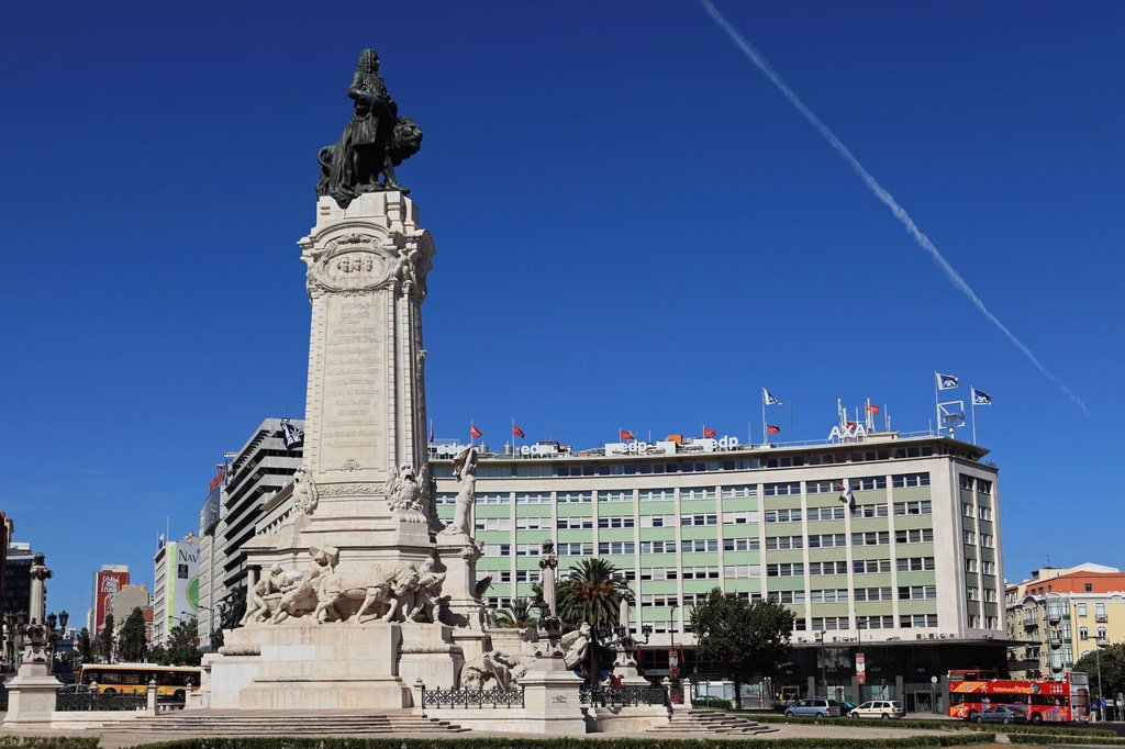 The Marquess of Pombal Monument, a major roundabout and landmark in Praca do Marques de Pombal, central Lisbon, Portugal, Europe : Stock Photo