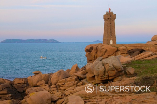 Stock Photo: 1890-125595 Men Ru lighthouse, Ploumanach, Cote de Granit Rose Pink Granite Coast, Cotes d´Armor, Brittany, France, Europe
