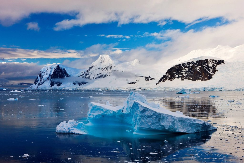 Stock Photo: 1890-126823 Icebergs and mountains of the Antarctic Peninsula, Antarctica, Polar Regions