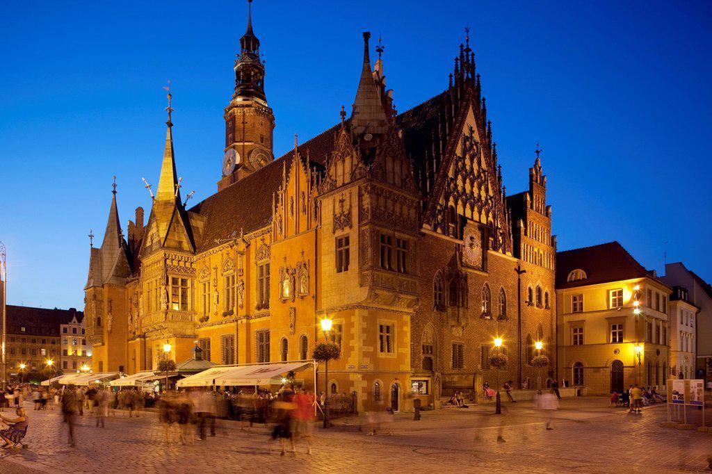 Town hall at dusk, Rynek Old Town Square, Wroclaw, Silesia, Poland, Europe : Stock Photo