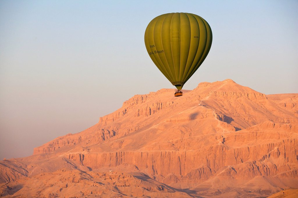 Hot air balloon suspended over the Theban hills of Luxor, Thebes, Egypt, North Africa, Africa : Stock Photo