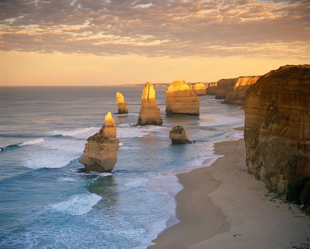 Stock Photo: 1890-13163 The Twelve Apostles along the coast on the Great Ocean Road in Victoria, Australia, Pacific