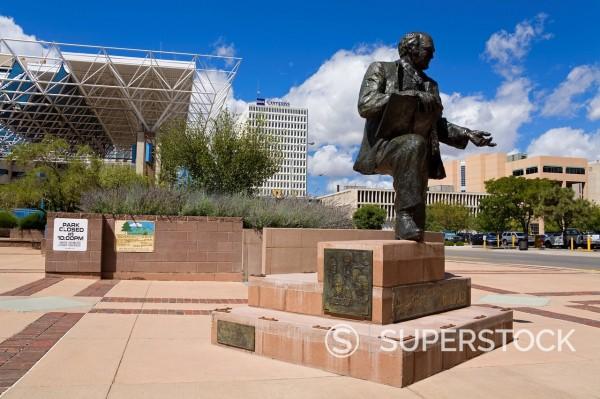 Mayor Harry E. Kinney statue in Civic Plaza, Albuquerque, New Mexico, United States of America, North America : Stock Photo