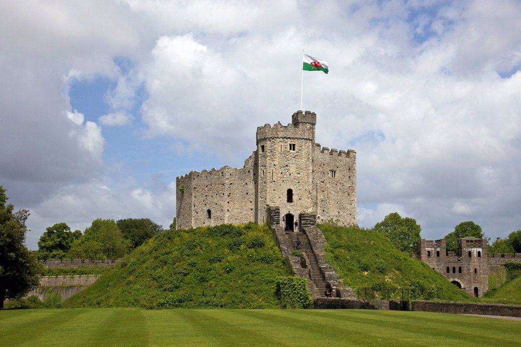 National Flag of Wales flying above the Norman Keep, Cardiff Castle, Cardiff, South Glamorgan, South Wales, Wales, United Kingdom, Europe : Stock Photo