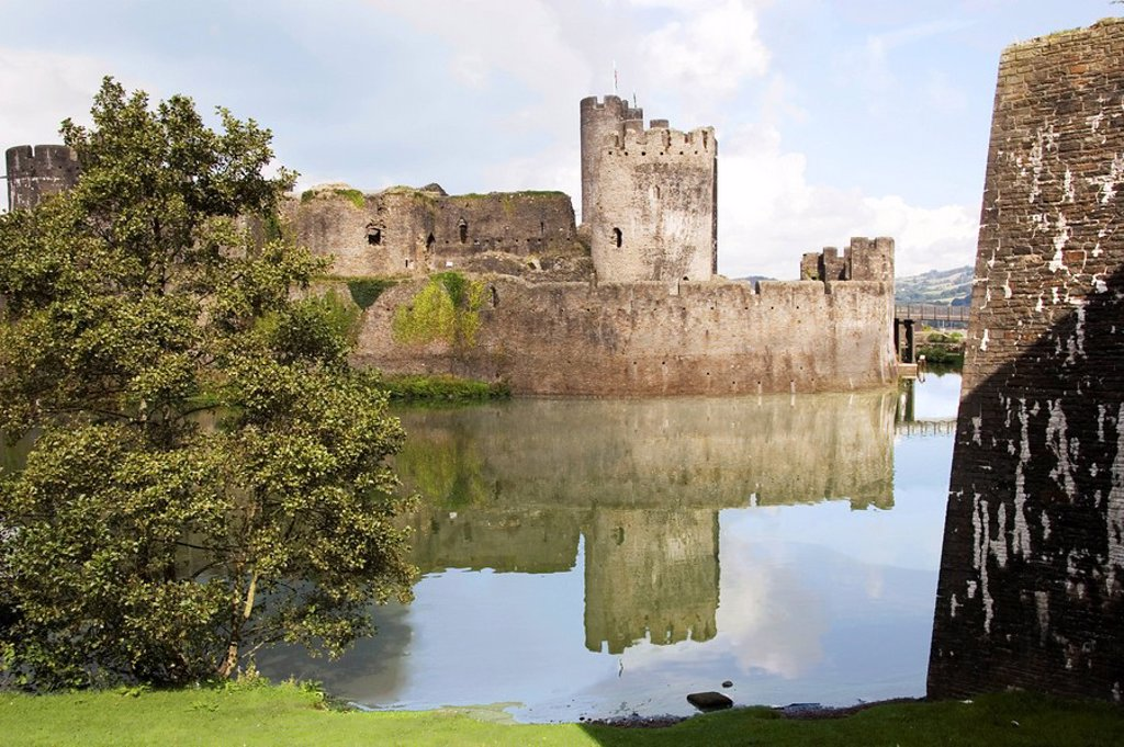 Stock Photo: 1890-13587 Moat and main gatehouse, Caerphilly Castle, dating from the 13th century, Mid Glamorgan, Wales, United Kingdom, Europe