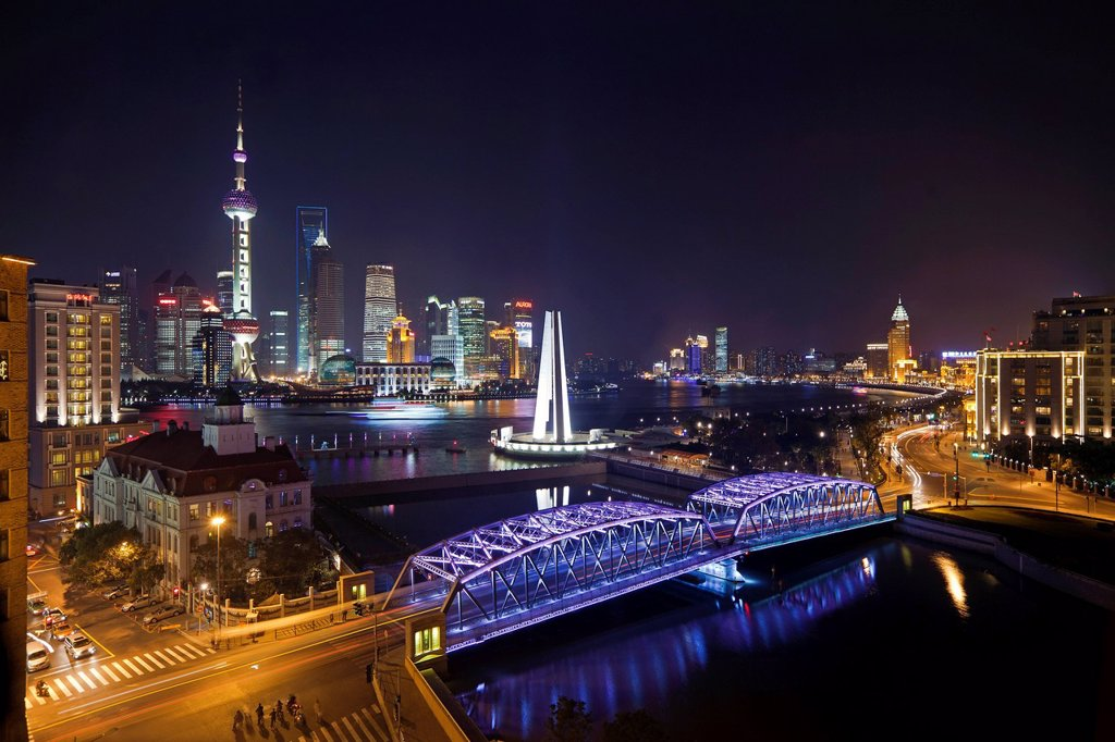 Stock Photo: 1890-135972 New Pudong skyline, Waibaidu Garden Bridge, looking across the Huangpu River from the Bund, Shanghai, China, Asia