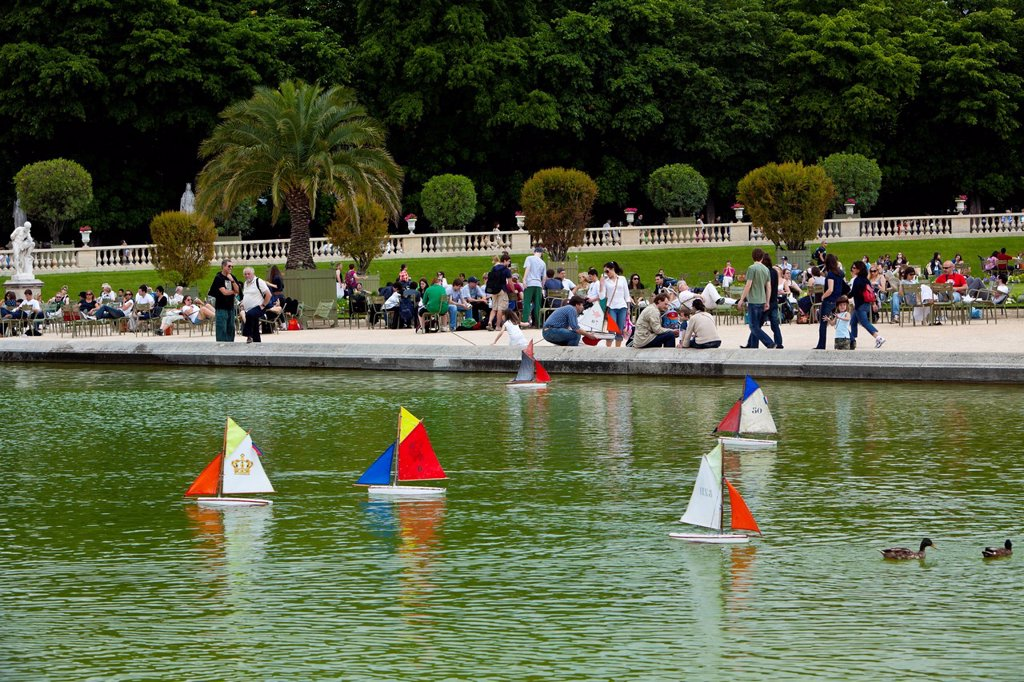 Stock Photo: 1890-139627 Model sailboats, Jardin du Luxembourg, Paris, France, Europe