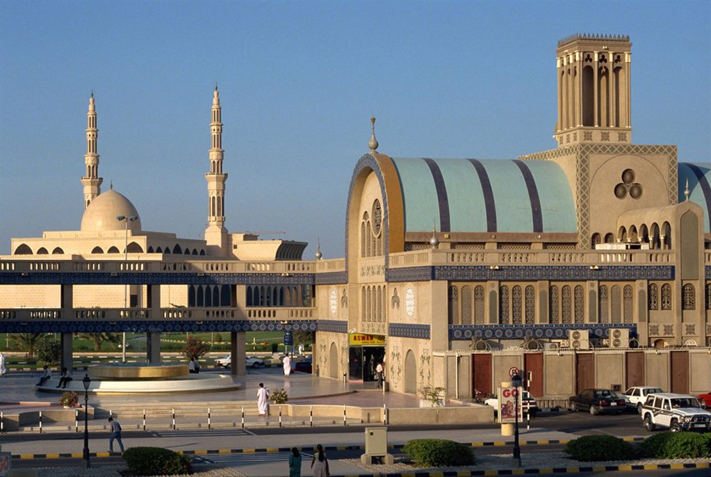 New souk and new mosque, Sharjah, United Arab Emirates, Middle East : Stock Photo
