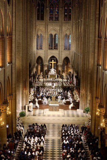 Chrism mass Easter Wednesday in Notre Dame Cathedral, Paris, France, Europe : Stock Photo