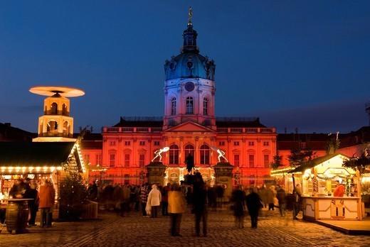 Christmas market outside the Charlottenburg Palace Schloss Charlottenburg, Berlin, Germany, Europe : Stock Photo